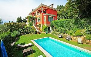 Art Deco villa for sale in Grasse with panoramic view