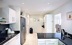 Villa Cannes Le Cannet - fully fitted kitchen