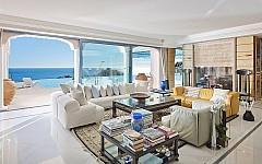 Lounge with direct access to the outside, sea view, Cannes