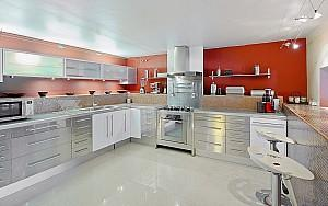 7 room property for rent Super Cannes, kitchen
