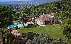 Family Home in Gated Domain Mougins