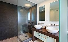 Renovated charming villa Cannes, bathroom
