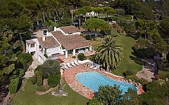 Villa in gated domain Mougins